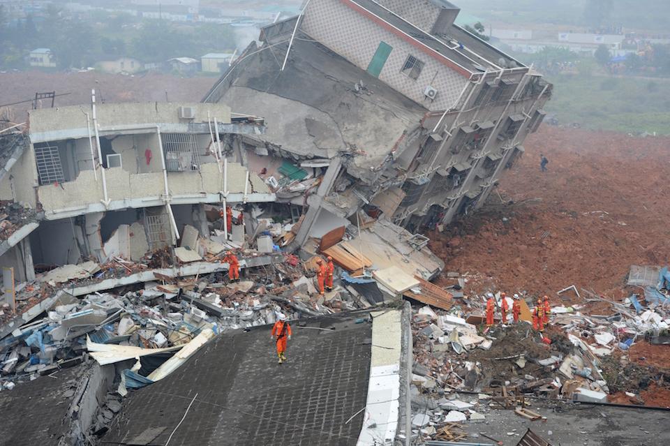 Parte de la gran destrucción causada por un deslizamiento de tierra, en un parque industrial de la ciudad china de Shenzhen. (Crédito: STR/AFP/Getty Images).