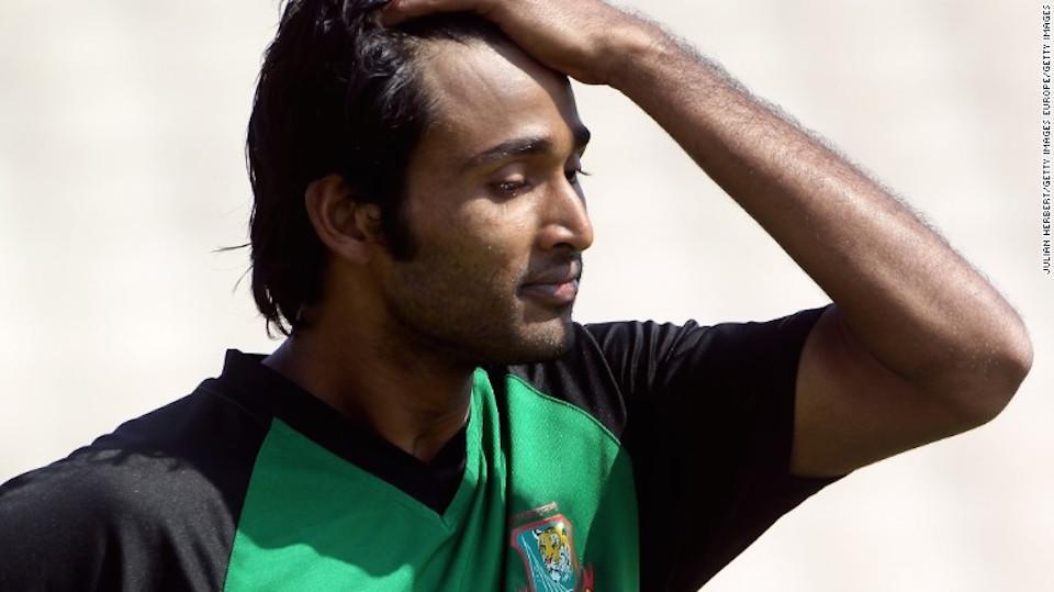 Foto de Shahadat Hossain en un entrenamiento en Old Trafford el 3 de junio de 2010 en Manchester, Inglaterra.