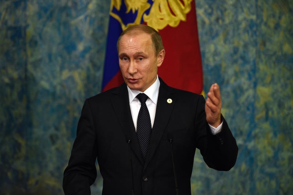 El presidente ruso Vladimir Putin en una conferencia de prensa durante la Cumbre del Clima 2015 en París. (Crédito: MARTIN BUREAU/AFP/Getty Images)