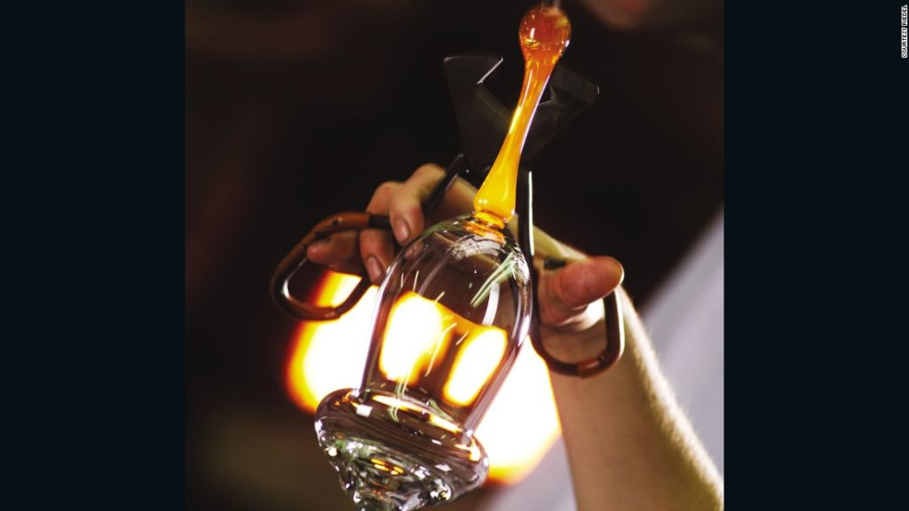 151119161840-riedel-glass-making-4-super-169