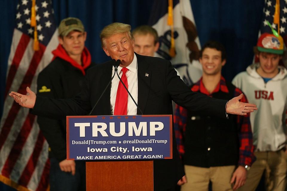 Algunos de los seguidores de Trump en Iowa apoyaron al candidato y sus retractores se burlaron de él. (Crédito: Joe Raedle/Getty Images)
