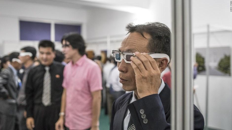 Exposición de Koryo Studio – 3DPRK es un proyecto de fotografía y una película documental de colaboración en 3D entre el fotógrafo Matjaž Tančič y Koryo Studio con sede en Beijing, el cual se especializa en arte norcoreano. Los visitantes de la exposición en Pionyang recibieron gafas 3D para ver las obras.