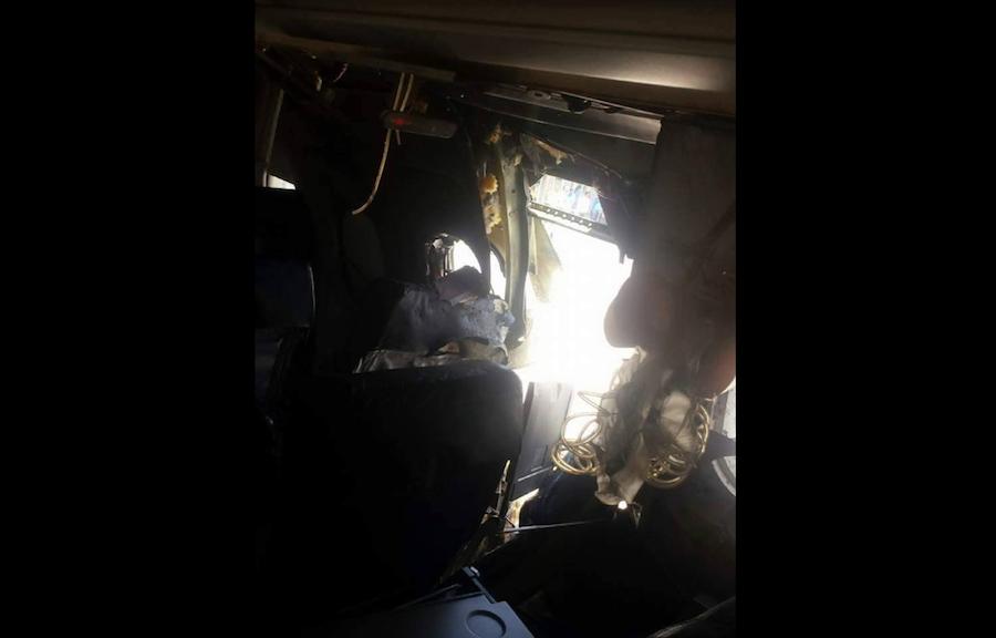 Las imágenes del incidente mostraron un agujero en un lado del avión, justo por encima de su ala, un poco más pequeño que una de sus puertas.