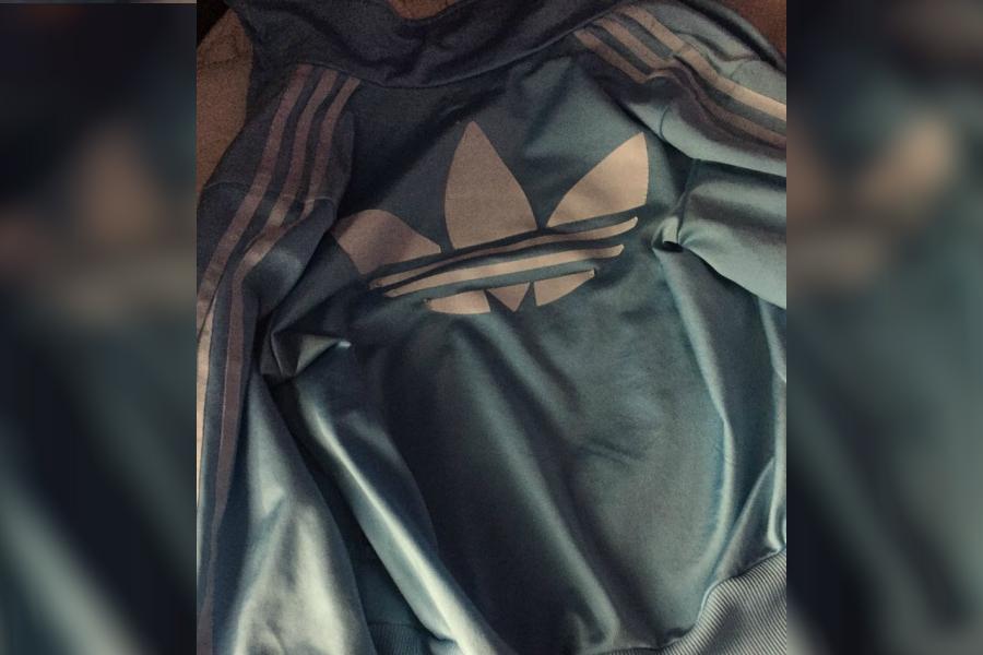 Oral Descripción patrocinado  De qué color ves esta chaqueta? | CNN