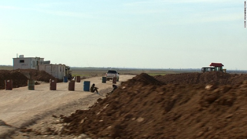 En un rincón del norte de Siria están construyendo un campo de aviación secreto a fin de ayudar a que las fuerzas armadas de EE.UU. intensifiquen su lucha contra ISIS.