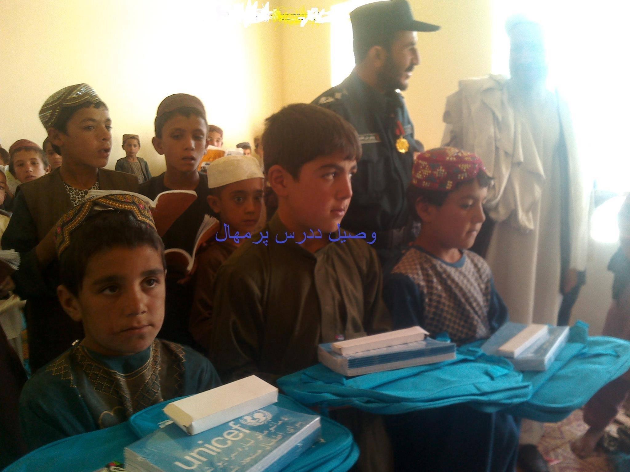 Wasil, junto a otros niños, había vuelto recientemente a la escuela en 2015.