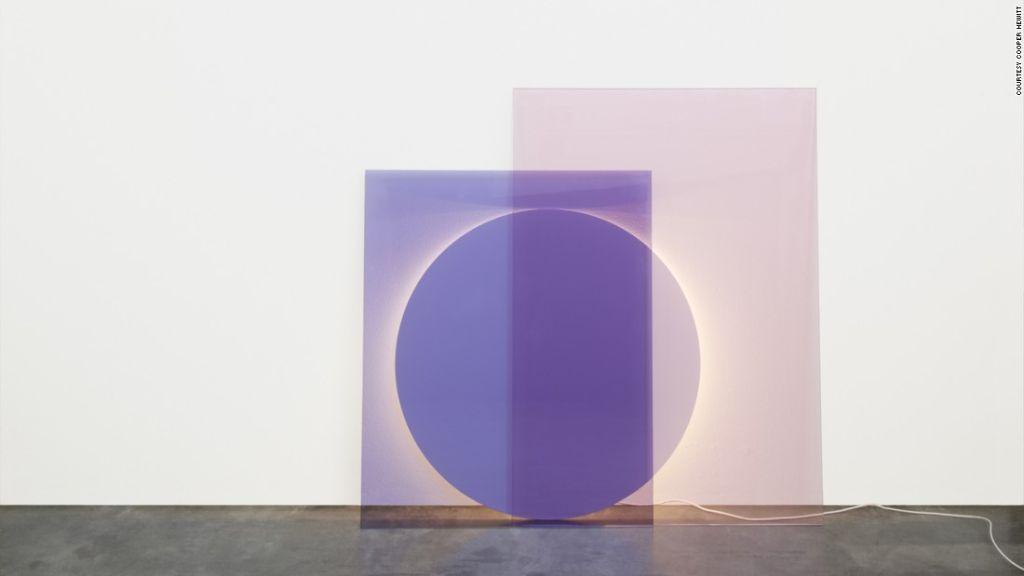 El compendio de luces de Daniel Rybakken imita la luz del día en una ventana.