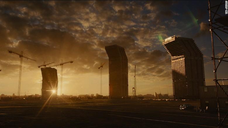 La torre de apartamentos de Ballard, junto con otros en construcción.