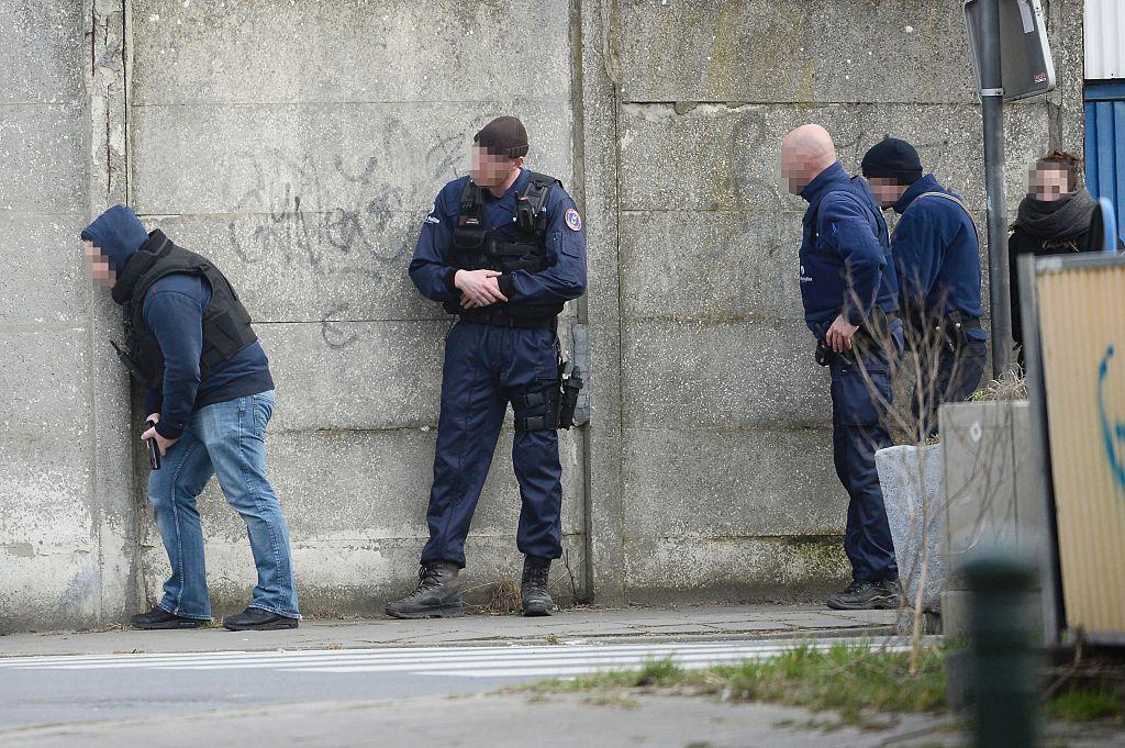 Según reportes de las autoridades, los policías recibieron ráfagas de disparos cuando intentaron entrar a un edificio que creían que estaba desocupado en Bruselas. (Crédito: AFP/Getty Images)