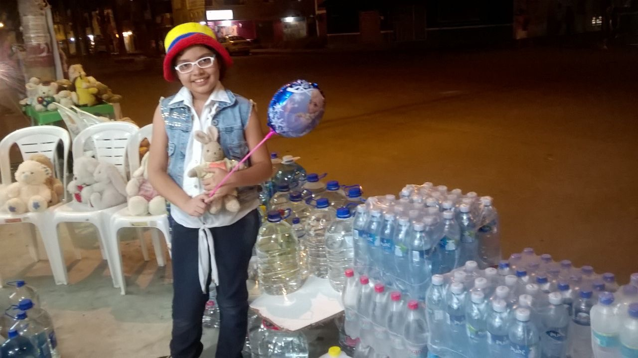 Durante la primera semana de labores Danna logró conseguir 400 galones de agua para enviarlos a los más necesitados. (Crédito: Cortesía / María Cecilia Bravo)