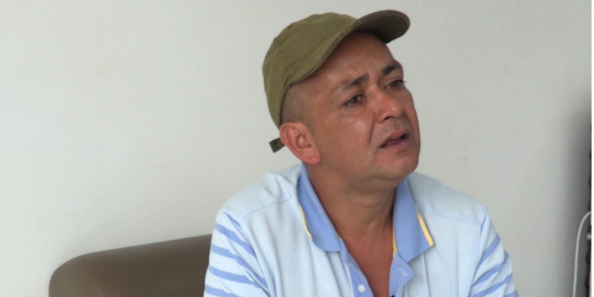 PAZ RECONCILIACIÓN COLOMBIA EXGUERRILLERO TRABAJA EXSECUESTRADO LusiMorenoFARC-guerrillero-florencia-colombia-perdono-secuestrador-cnnespanol-reconciliacion