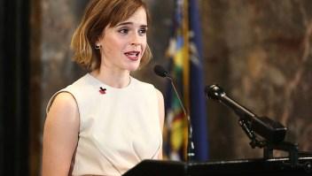 La actriz Emma Watson habla durante la iluminación del Empire State Building Para el Día Internacional de la Mujer el 8 de marzo, 2016, en la ciudad de Nueva York. (Foto por Astrid Stawiarz / Getty Images)