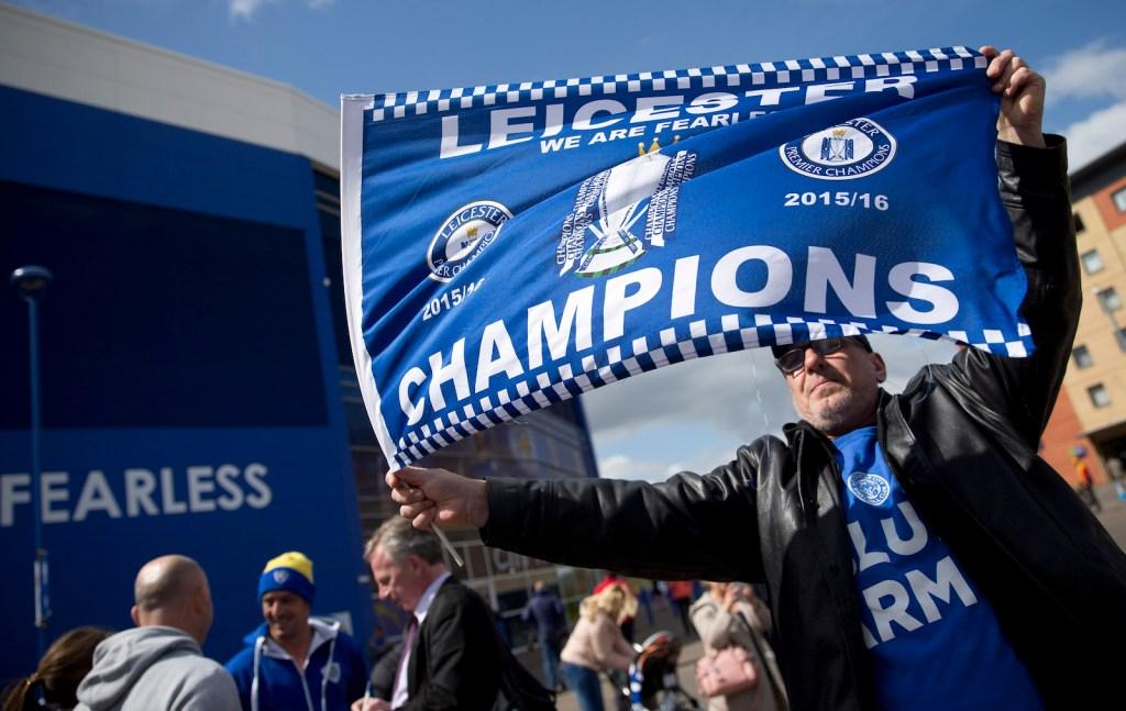 Aficionados del Leicester celebran el histórico triunfo de su equipo, el 3 de mayo de 2016. Crédito: JUSTIN TALLIS/AFP/Getty Images.
