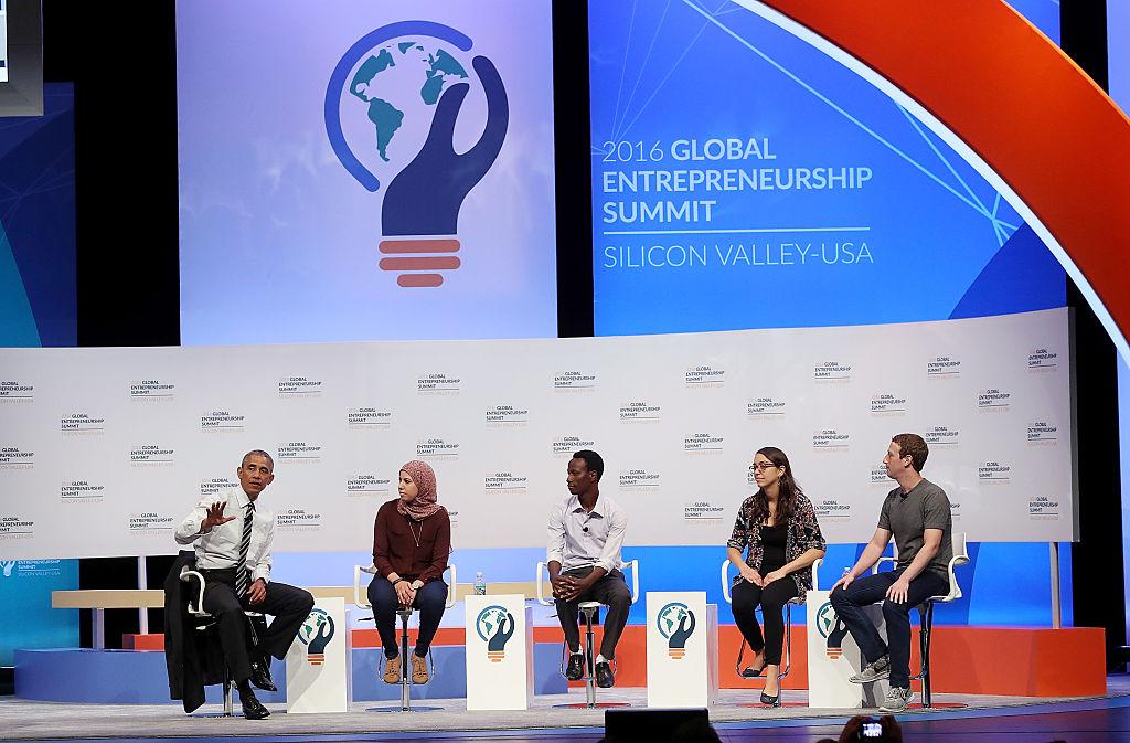 Obama junto a los jóvenes emprendedores (Crédito: Justin Sullivan/Getty Images)