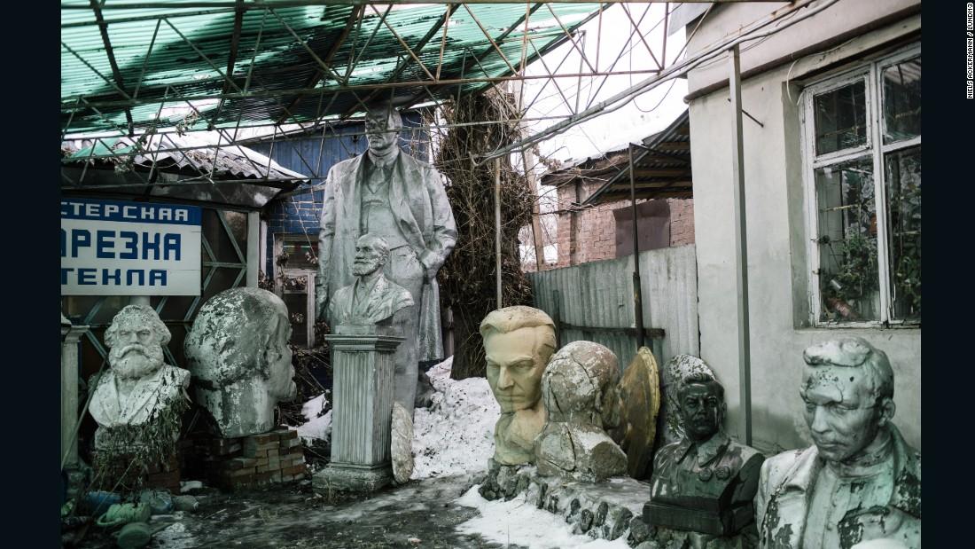 160711153303-restricted---ackermann-lenin-statue-5-super-169