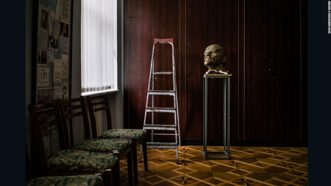 160711154151-restricted---ackermann-lenin-statue-8-super-169