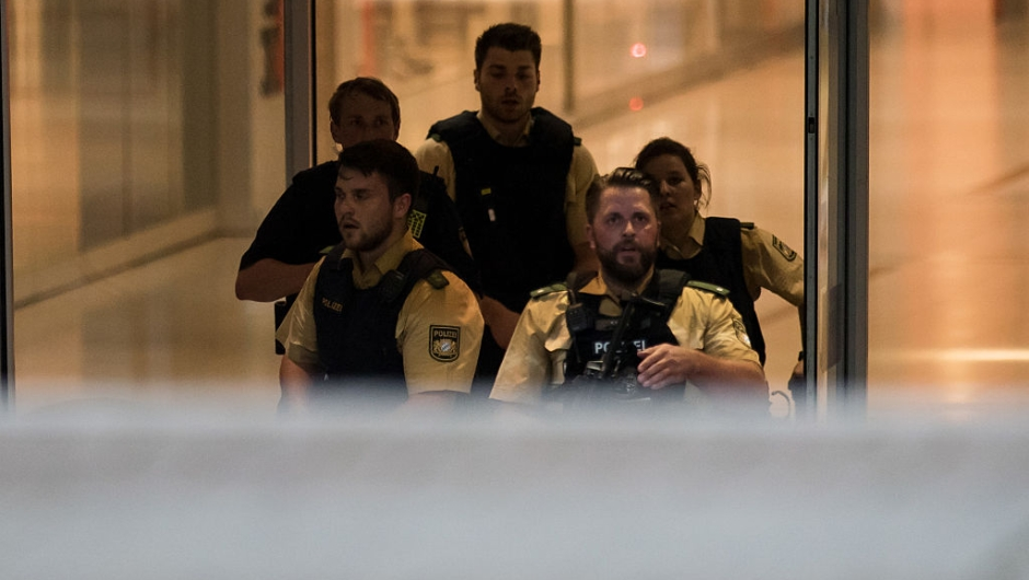 Police secures the area inside a shopping center in Munich on July 22, 2016 following a shooting. At least one person has been killed and 10 wounded in a shooting at a shopping centre in Munich on Friday, German police said. / AFP / STR (Photo credit should read STR/AFP/Getty Images)