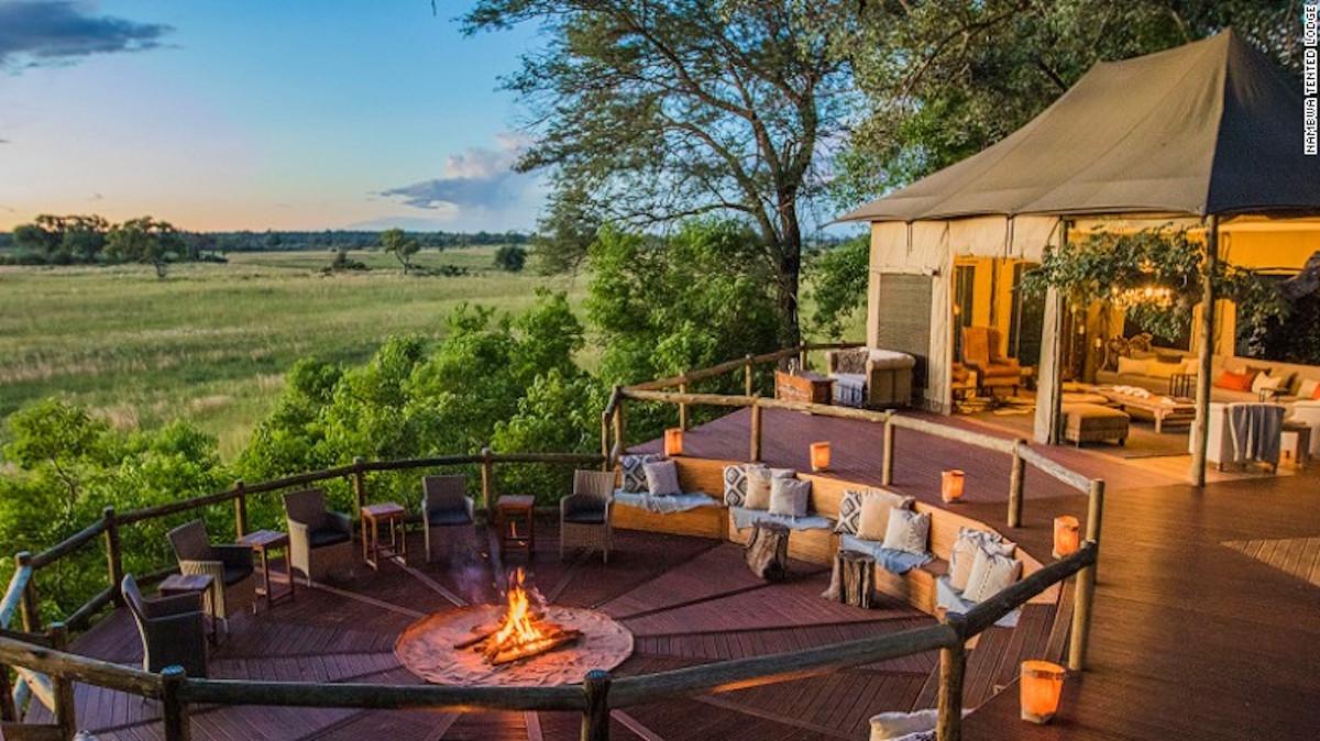 Nambwa Tented Lodge cuenta con un mirador para la observación de la fauna local.