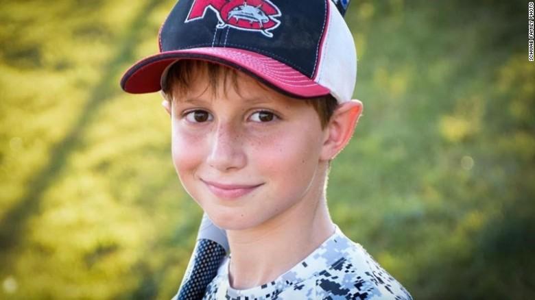 Caleb, el menor de 10 años que murió en el parque acuático tras lanzarse por el tobogán más alto del mundo.