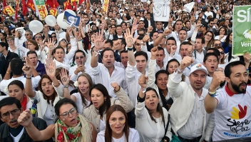 Colombians gather in the Bogota's Bolivar main square on September 26, 2016, to celebrate the historic peace agreement between the Colombian government and the Revolutionary Armed Forces of Colombias (FARC). Colombian President Juan Manuel Santos and the leader of the FARC rebels, Rodrigo Londoño -- aka Timoleon Jimenez or Timochenko -- are due to sign the historic peace deal to end a five-decade war. The conflict has drawn in several leftist rebel groups, right-wing paramilitaries and drug gangs, killing 260,000 people, leaving 45,000 missing and uprooting 6.9 million. / AFP / GUILLERMO LEGARIA (Photo credit should read GUILLERMO LEGARIA/AFP/Getty Images)