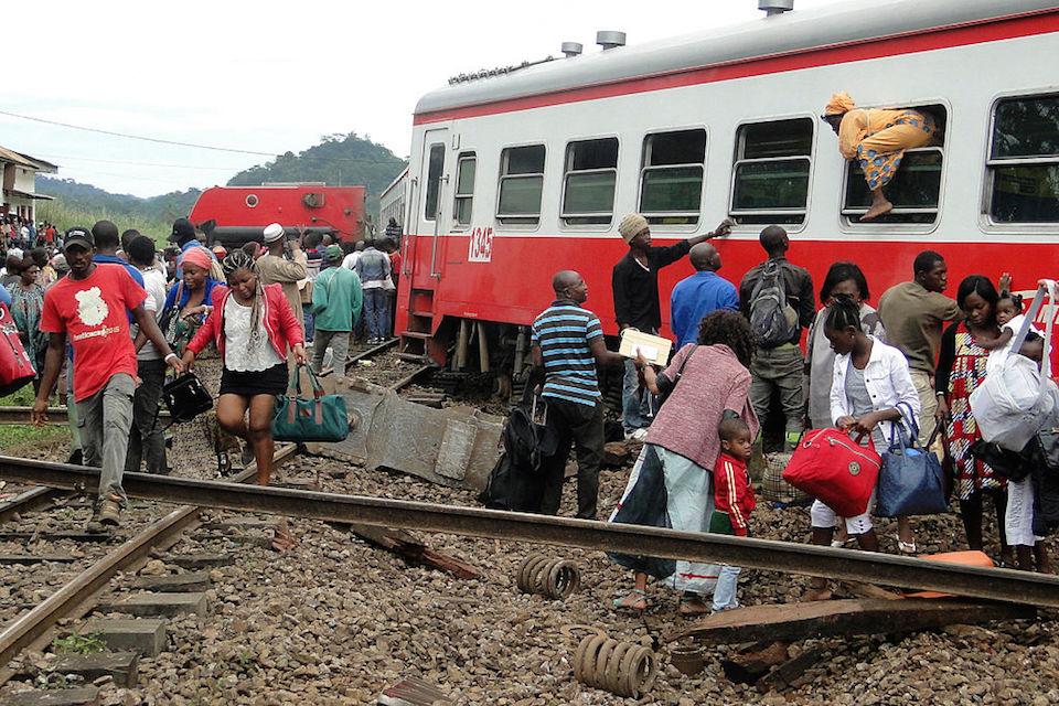 El tren de 20 vagones empezó a tener problemas a unos 5 kilómetros de la estación de Eséka, Camerún. (Crédito: STRINGER/AFP/Getty Images).