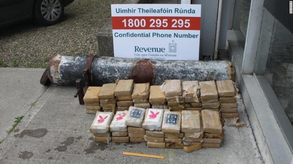 Las autoridades irlandesas informaron del descubrimiento de la droga este lunes. Dicen que no es claro de dónde procede el cargamento.