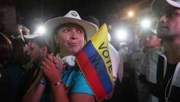 BOGOTA, COLOMBIA - OCTOBER 02: 'No' supporters gather at a rally following their victory in the referendum on a peace accord to end the 52-year-old guerrilla war between the FARC and the state on October 2, 2016 in Bogota, Colombia. The guerrilla war is the longest-running armed conflict in the Americas and has left 220,000 dead. The plan called for a disarmament and re-integration of most of the estimated 7,000 FARC fighters. Colombians have voted to reject the peace deal in a very close vote. (Photo by Mario Tama/Getty Images)