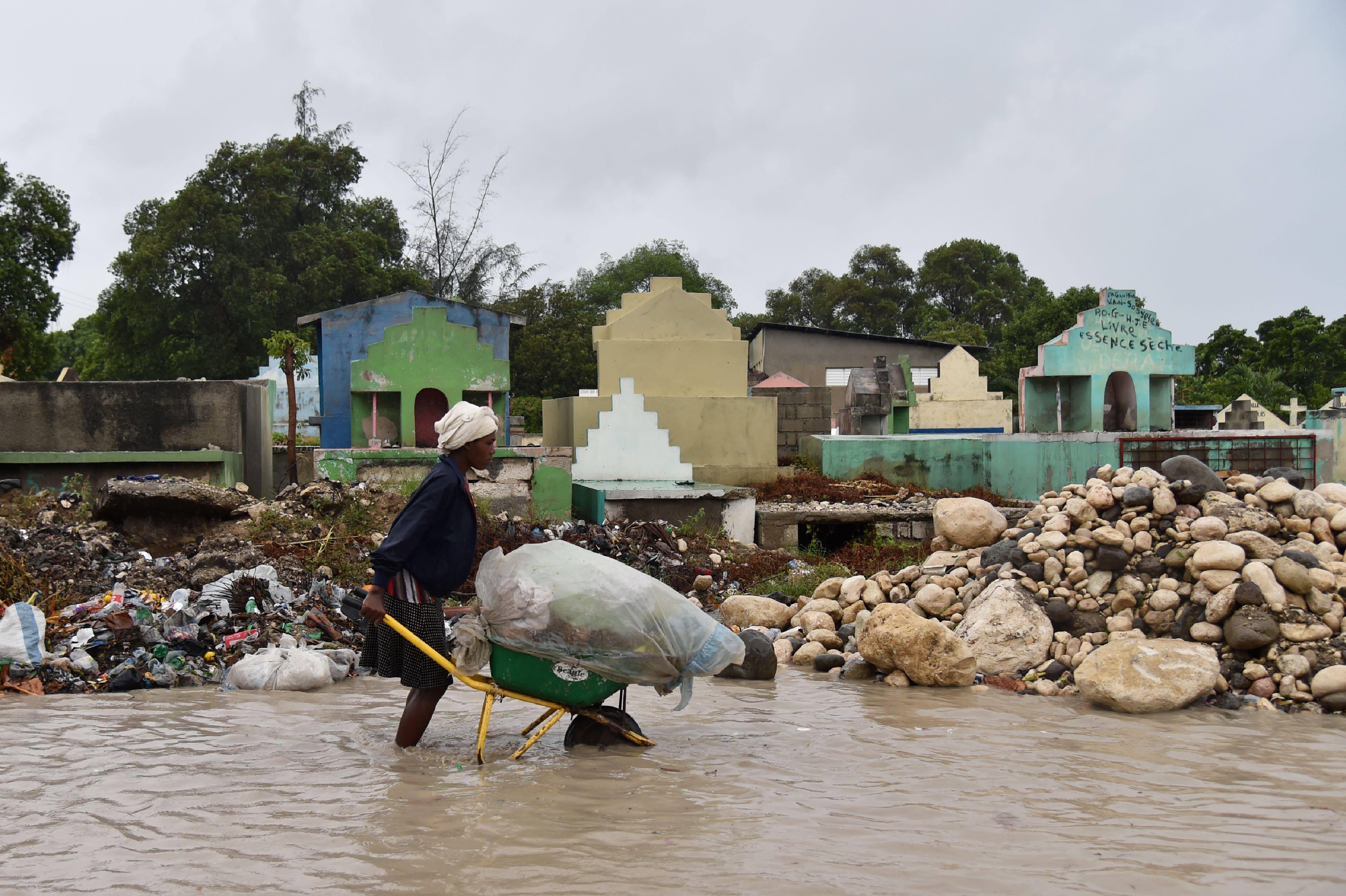 El huracán Matthew tocó tierra en Haití este martes en el oeste del país. Las ciudades de Anse-d'Hainault y Tiburon están parcialmente inundadas. (Crédito: HECTOR RETAMAL/AFP/Getty Images)