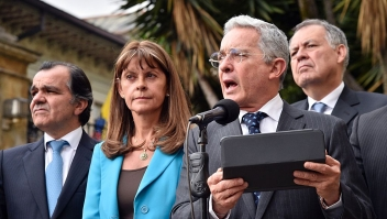Colombian former president (2002-2010) and current Senator Alvaro Uribe (2-R) gestures after a meeting with Colombian President Juan Manuel Santos, next to Colombian former presidential candidates Oscar Ivan Zuluaga (L) and Marta Lucia Ramirez (2-L), and Inspector General Of Colombia Alejandro Ordonez (R) at Narino presidential palace in Bogota on October 5, 2016. Colombian President Juan Manuel Santos was meeting top opponents of his failed peace deal with the FARC rebels Wednesday after setting an end-of-the-month deadline to salvage the peace process or return to war. Voters on Sunday rejected the peace deal with the leftist guerrillas. / AFP / GUILLERMO LEGARIA (Photo credit should read GUILLERMO LEGARIA/AFP/Getty Images)