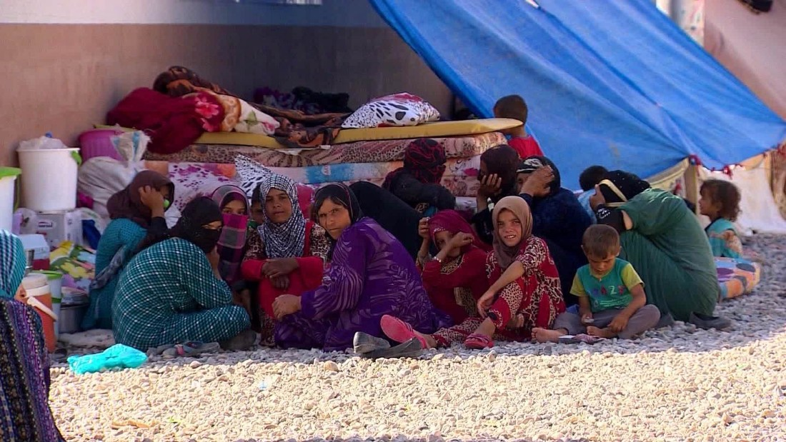 El brutal rol de ISIS en Mosul ha forzado a cientos de miles personas a dejar la ciudad. Muchos viven en campos de desplazados.