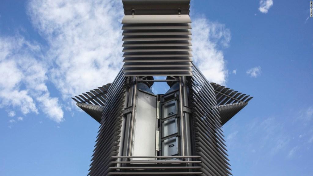 Un híbrido entre una nave espacial y una pagoda china tradicional, la estructura se carga con poca corriente positiva y usa tecnología de iones para succionar la contaminación a sus cámaras y purificarla.