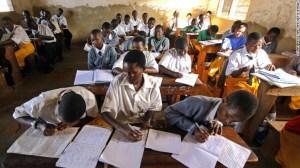 Los colegios de Bridge International Academies -más de 400 en toda África- son financiados por personas como Mark Zuckerberg y Bill Gates. En Uganda, solo cuestan 6 dólares mensuales.