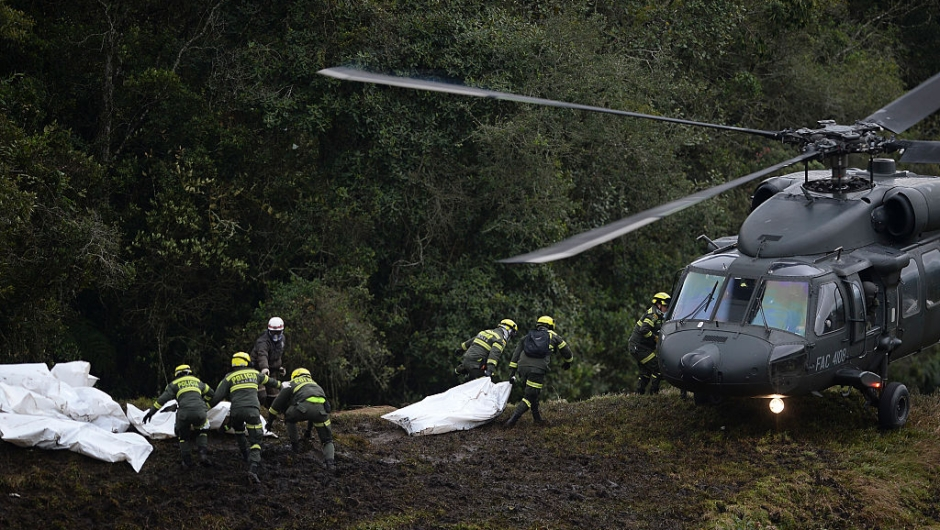 TOPSHOT - Police rescue teams recover the bodies of victims of the LAMIA airlines charter that crashed in the mountains of Cerro Gordo, municipality of La Union, Colombia, on November 29, 2016 carrying members of the Brazilian football team Chapecoense Real. A charter plane carrying the Brazilian football team crashed in the mountains in Colombia late Monday, killing as many as 75 people, officials said. / AFP / STR / Raul ARBOLEDA (Photo credit should read RAUL ARBOLEDA/AFP/Getty Images)