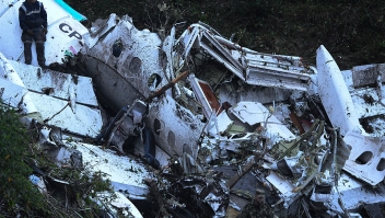 Rescue teams work in the recovery the bodies of victims of the LAMIA airlines charter that crashed in the mountains of Cerro Gordo, municipality of La Union, Colombia, on November 29, 2016 carrying members of the Brazilian football team Chapecoense Real. A charter plane carrying the Brazilian football team crashed in the mountains in Colombia late Monday, killing as many as 75 people, officials said. / AFP / STR / RAUL ARBOLEDA (Photo credit should read RAUL ARBOLEDA/AFP/Getty Images)