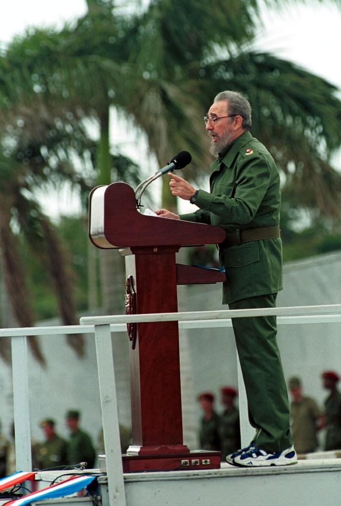 1 de mayo de 2001 | Fidel Castro durante un discurso del Día del Trabajo en La Habana. (Crédito: Jorge Rey/Newsmakers)