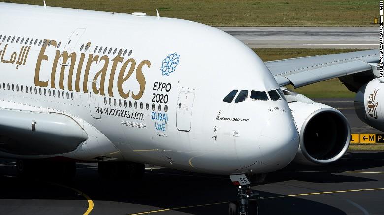 El premio a la ruta más larga sin escalas y por tiempo se lo lleva el vuelo de la aerolínea Emirates entre Dubai (Emiratos Árabes Unidos) y Auckland (Nueva Zelanda). Cubre una distancia de 14.200 kilómetros (8.824 millas), en un trayecto que de ida tarda 16 horas y de regreso, 17 horas y 15 minutos.