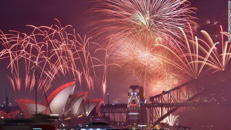 La doble celebración de Año Nuevo con PrivateFly comienza e Sydney. Cerca del Aeropuerto Internacional Kingsford Smith de Sydney un avión G650 esperará para despegar hacia Los Ángeles a las 2 de la mañana.