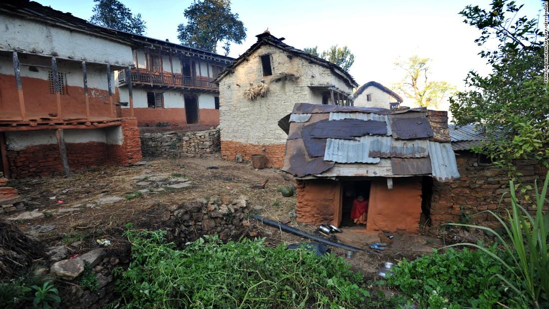 Las niñas y mujeres alrededor de Nepal son desterradas a chozas de chhaupadi como esta durante su menstruación a pesar de  que la práctica fue prohibida en 2005.