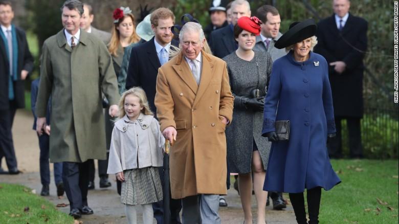 El príncipe Carlos estuvo acompañado de la duquesa de Cornwall y su hijo el príncipe Harry.