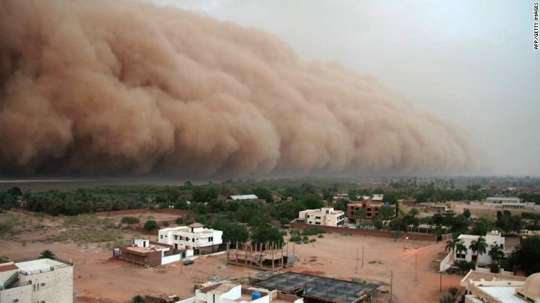 Las tormentas de arena cada vez son más comunes en la capital de Sudán, Jartum. En pocas horas, pueden destruir aldeas y cultivos.