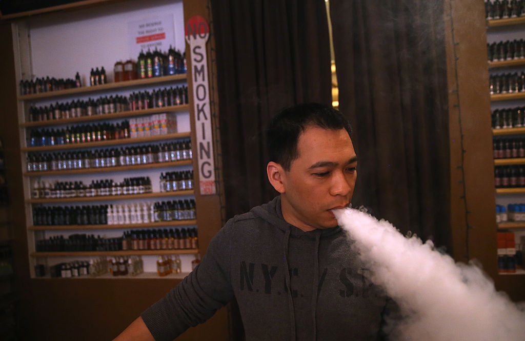 La autoridad de salud de Estados Unidos prendió las alarmas por el incremento del uso de cigarrillos electrónicos entre adolescentes y jóvenes adultos. (Crédito: Justin Sullivan/Getty Images)
