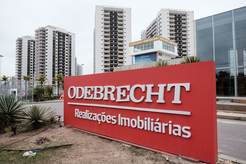 La constructora brasileña Odebrecht fue acusada de pagar millones de dólares en sobornos a cambio contratos de construcción en al menos 12 países, según un informe del Departamento de Justicia de Estados Unidos. (Crédito: YASUYOSHI CHIBA/AFP/Getty Images)