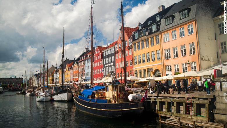 El viejo puerto de Nyhavn, en Copenhagen, Dinamarca.