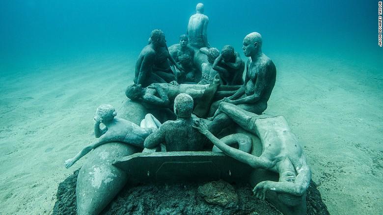 El Museo Atlántico es el primer museo subacuático de Europa. Está en la isla española de Lanzarote.