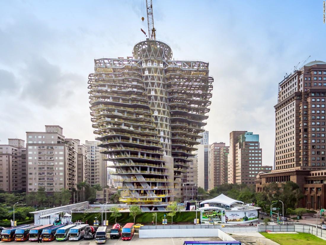 La torre gira 4,5 grados en cada piso y permite tener vistas panorámicas del horizonte de Taipei.