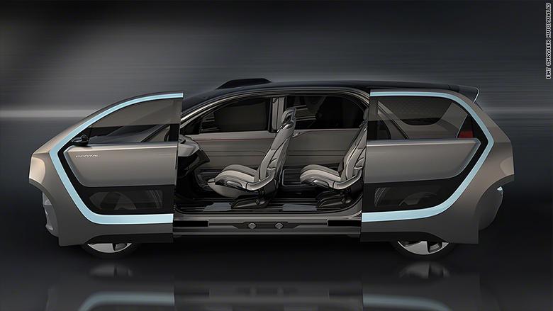 Aunque el Portal tiene un sistema de autoconducción limitado, el conductor puede tomar el control en cualquier momento, así que el vehículo tiene pedales y volante. El volante se pliega fácilmente hacia atrás cuando no está en uso.