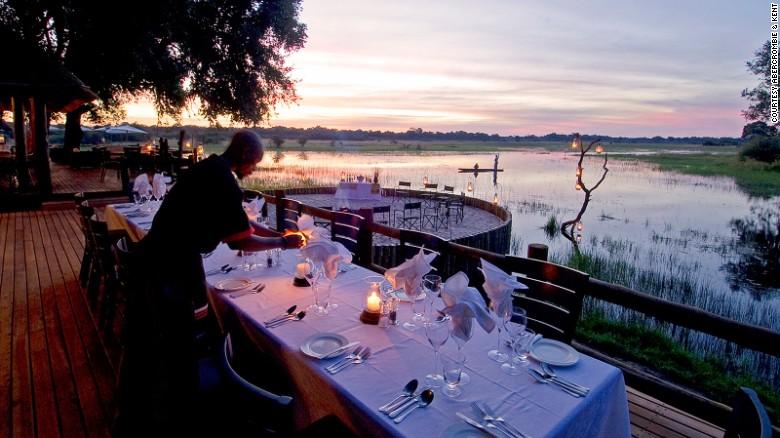 En Botswana ahora será posible relajarse con mucho lujo después de un largo día de observación de leones, leopardos y jirafas, gracias al Sanctuary Chief's Camp, situado en la Reserva de Caza Moremi del Delta de Okavango.