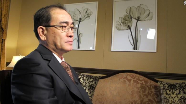 Thae Yong Ho en entrevista con Paula Hancocks, de CNN.