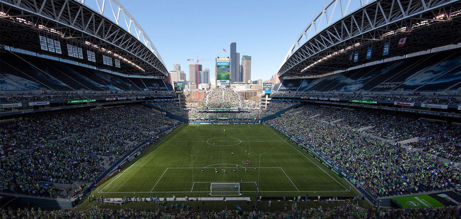 El CenturyLink Field, de Seattle, tiene campo sintético.