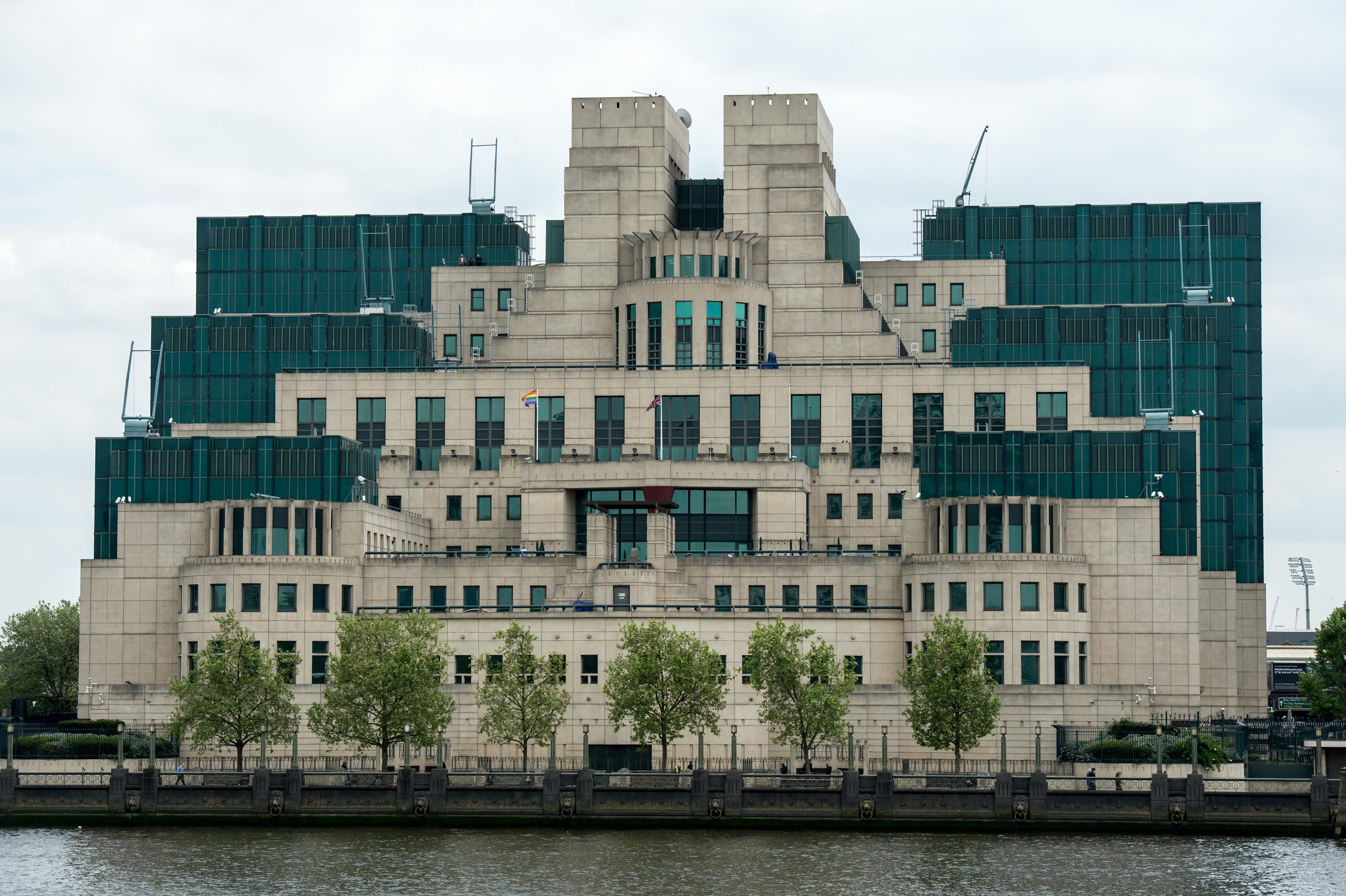 Vista de la sede del Servicio de Inteligencia Británico o MI6 en Londres. (Crédito: Chris Ratcliffe/Getty Images)